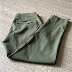 Woven 7/8 pant in olive green